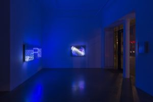 "beyond light ""wave"" + ""fractal"", metall spiegel plexiglas led licht, bildrecht, wien, 2015"