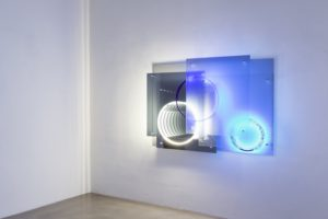 superposition 'day night', uv licht neon metall plexiglas spiegel, 2015