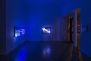 "beyond light ""wave"" + ""fractal"", metall spiegel plexiglas led licht, bildrecht, wien, 2015"