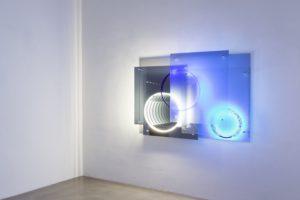superposition 'day night', uv licht neon metall plexiglas spiegel, 2015