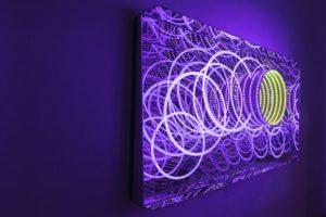 circles, metall spiegel plexiglas led farbwechsel, galerie michaela stock, wien, 2013