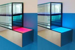 edge (detailansicht), edelstahl poliert wasser silikonöl led-licht farbwechsel neon spiegel wandfarbe, galerie benden & klimczak, köln, 2008