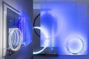 """superposition """"day night"""", uv licht neon metall plexiglas spiegel, 2015"""