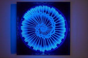 balck light, metall holz plexiglas uv licht, samuelis baumgarte galerie, bielefeld, 2016