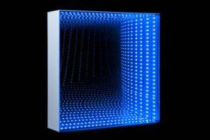 tunnel square, metall spiegel plexiglas, led licht, 2013