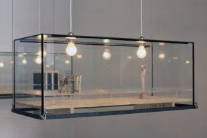 stillleben (detailansicht), glaskasten metall harz plexiglas fundstücke holz, galerie benden & klimczak, köln, 1999