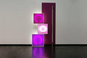 replaced, 3 aluminiumleuchtkästen edelstahlstange wandfarbe und kontaktunterbrecher, art cologne, köln, 2009